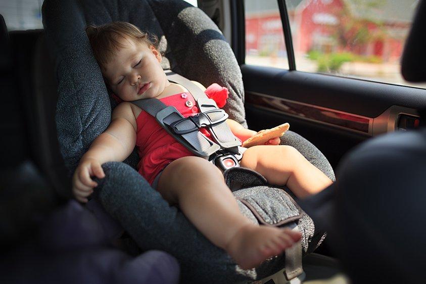 Seggiolino auto con dispositivo antiabbandono bambini