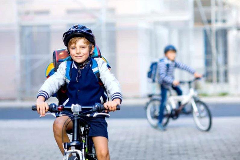 Normativa sull'uso del casco bici per i bambini