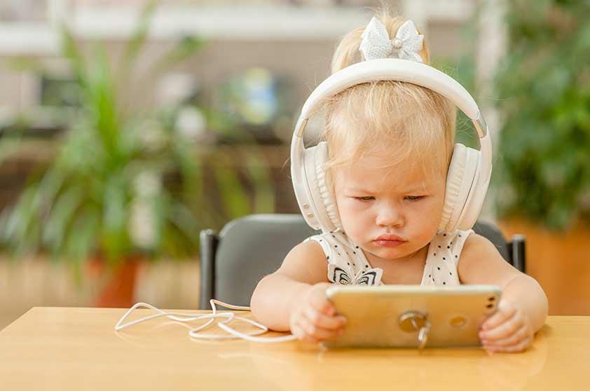 pro e contro nell'utilizzo degli smartphone da parte dei bambini